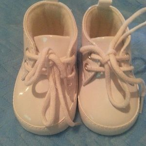 0-3 months high top white lace shoes NWOT